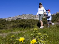 Family_Walking_in_Thredbo