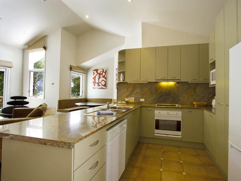 Lhotsky_Apartments_Thredbo_2bedroom_deluxe_kitchen