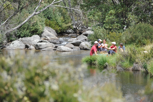 thredbo_summer_river_picnic