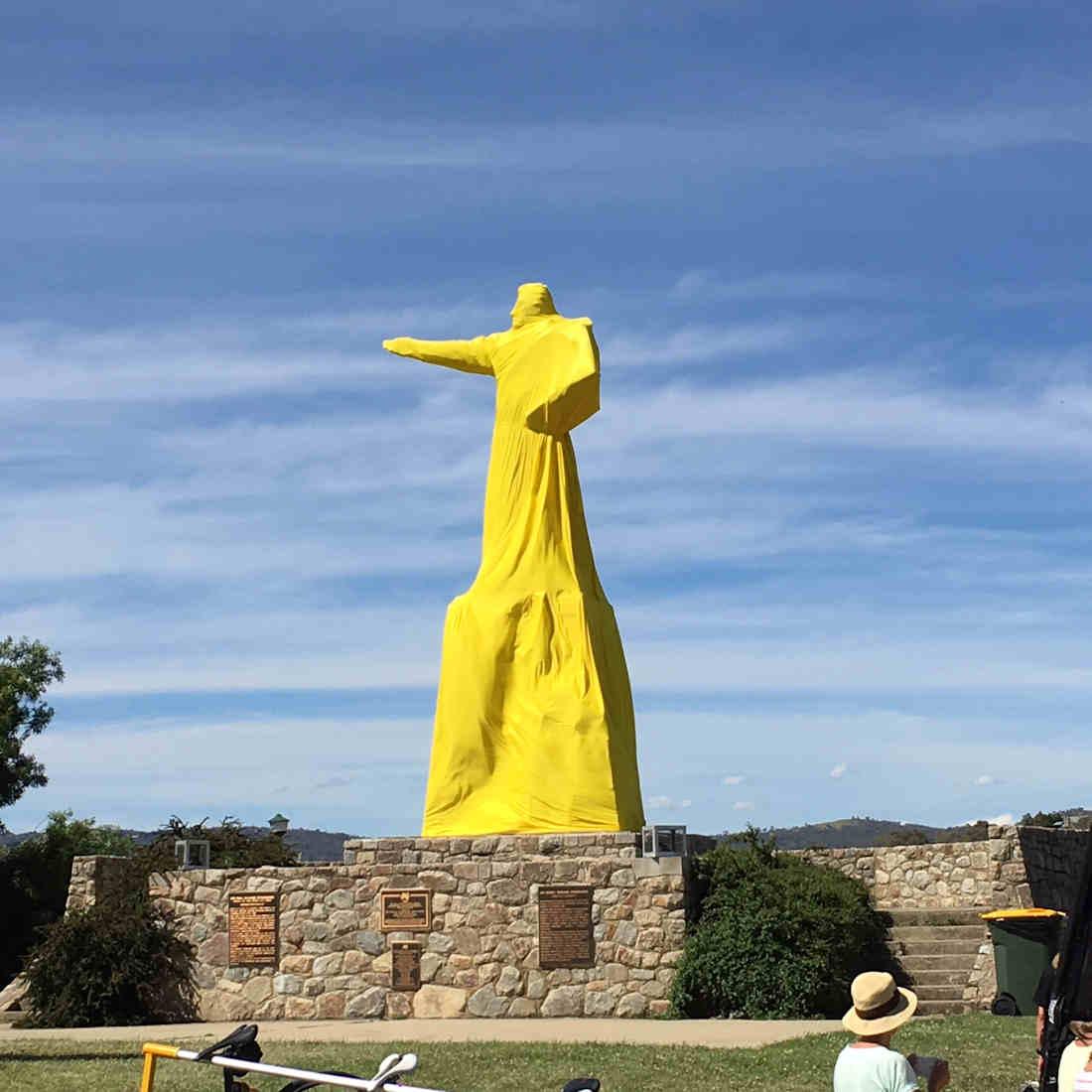 The Strzelecki Statue in Jindabyne dressed in yellow for l'Etape