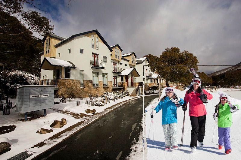 Thredbo ski family